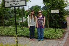 Nasi uczniowie w ogrodach Kapias.