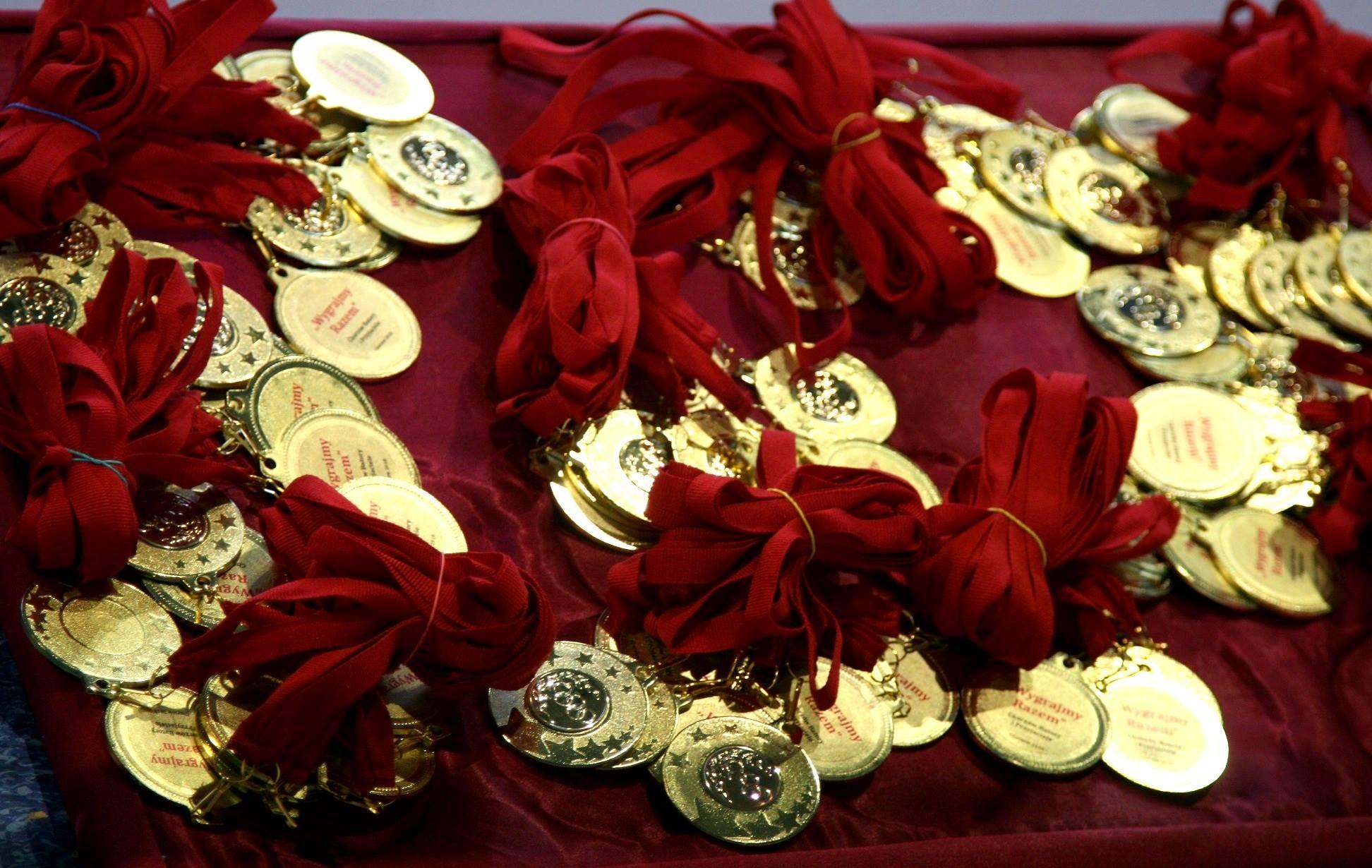 """Medale z imprezy sportowej """"Wygrajmy Razem"""" w 2018r."""