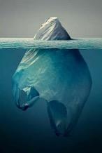 Plastik w wodzie.